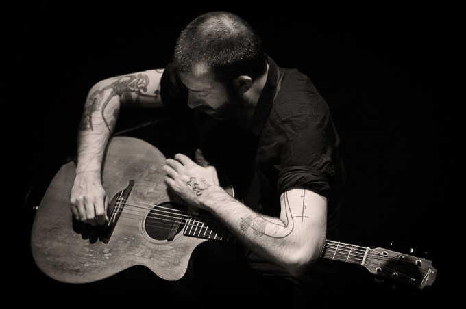 Jon Gomm at The Avenue Theatre in Sittingbourne
